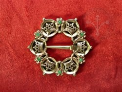 BR-11E Brooch with crowns - with emeralds