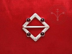 BR-12I Brooch with garnets - SILVER PLATED
