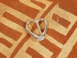 BR-18 Heart shaped brooche - SILVER PLATED